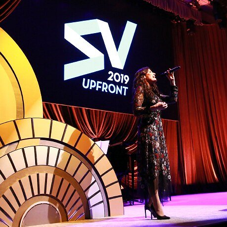 Preview image for article: Upfront News and Views: Stars Were Shining at Screenvision Media