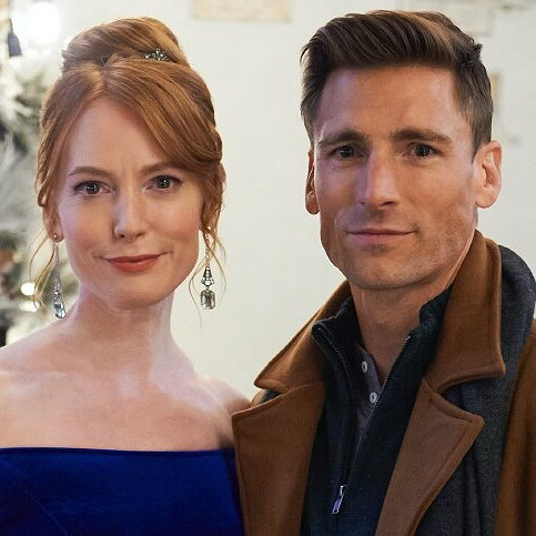 Preview image for article: Alicia Witt Reveals How Her New Hallmark Movie Became a Guide for COVID Productions