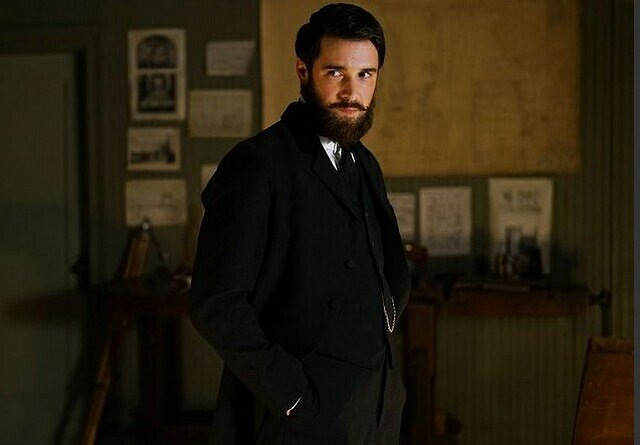 "Josh Bowman on Playing Jack the Ripper in ABC's ""Time After Time"""