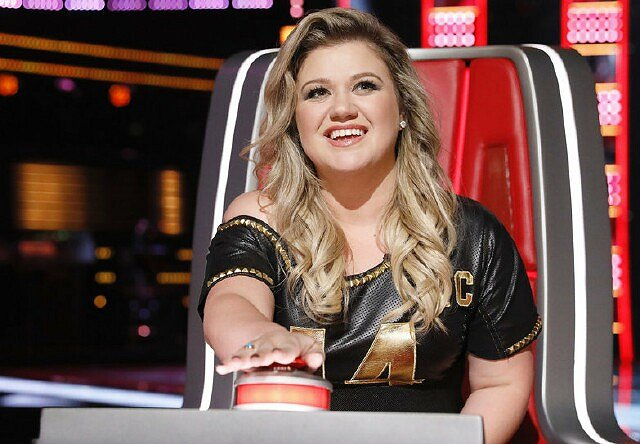 "Kelly Clarkson Returns to TV as ""The Voice"" Welcomes Another Idol"
