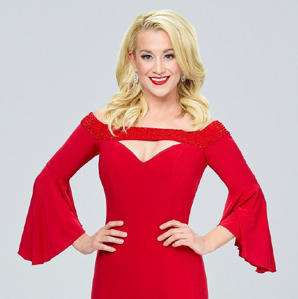 "Preview image for article: Kellie Pickler on Her New Hallmark Christmas Movie, ""The Mistletoe Secret"""