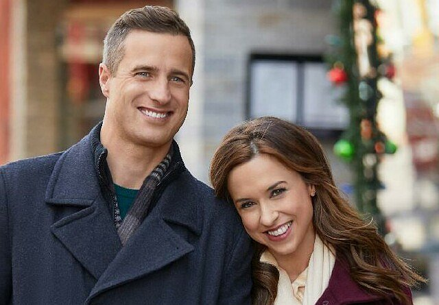 "Lacey Chabert Hopes ""Pride, Prejudice and Mistletoe"" Will Become a Holiday Tradition"