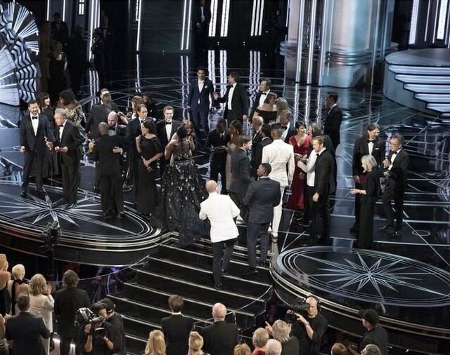 Cover image for  article: Oscar Snafu: TV's Latest Historic Moment