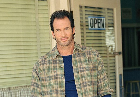 "Scott Patterson Returns as Host of UPtv's Annual ""Gilmore Girls"" Mega-Marathon"