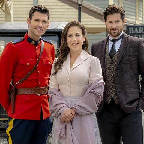 Preview image for article: Hallmark's Hearties and Hopefuls Turn Out in Record Numbers