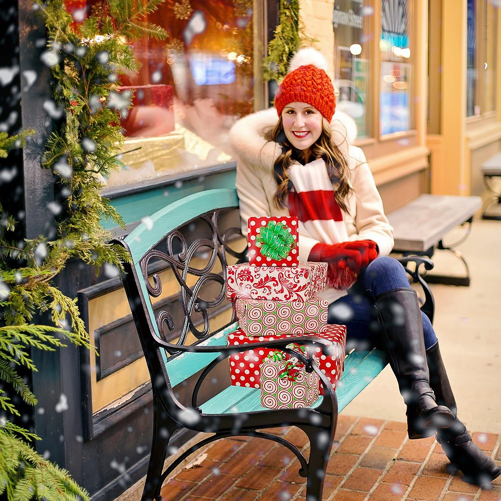 Preview image for article: This Holiday, Gift Consumers What They Really Want: Seamless Multichannel Shopping, Trust and Privacy